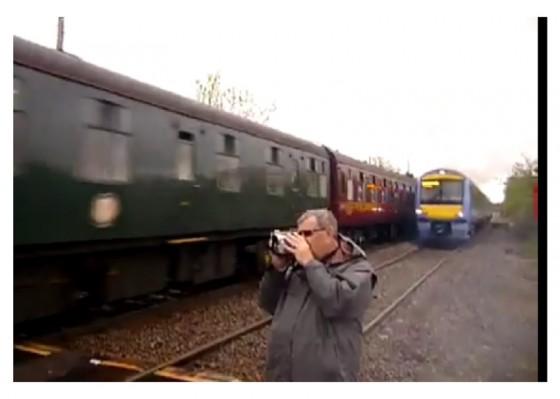 Lo que no debes hacer al acercarte a una vía de tren