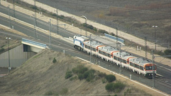 Traslado de 4 trenes S-596 entre Zaragoza y Valladolid remolcados por una máquina
