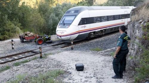 El tren Intercity S-121 Madrid – Vigo choca contra un tractor agrícola