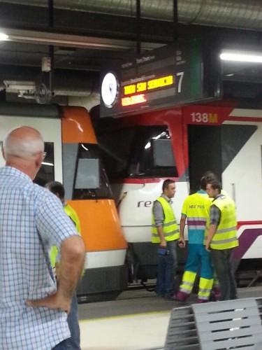 22 heridos al chocar 2 trenes en la estación de Barcelona Sants