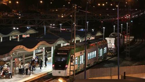 El tren tranvía Bahía de Cádiz ya se encuentra en el trazado tranviario en San Fernando