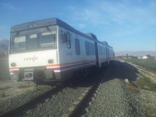 Descarrila un tren de la línea Murcia – Águilas al arrollar a un coche en un paso a nivel