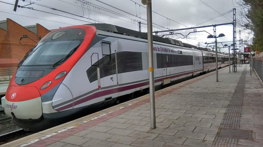 Renfe vinila trenes de cercan as con im genes de trenes for Oficinas de renfe en madrid