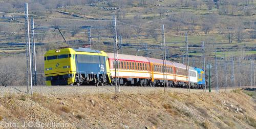 Tren especial Madrid Chamartín – Segovia en el Tren de los 80