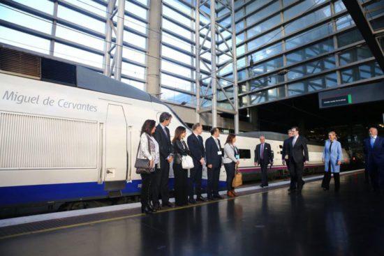 """Renfe nombrará sus trenes AVE con nombres de """"grandes personajes"""" de la historia"""