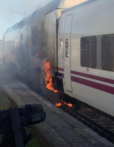Se incendia el vagón generador diésel del tren Alvia que cubría la ruta Madrid – Ferrrol