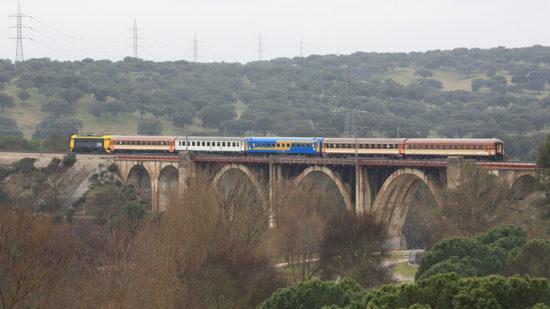 Viaje especial del Tren de los 80 a Valencia para conmemorar el centenario de la Estación del Norte