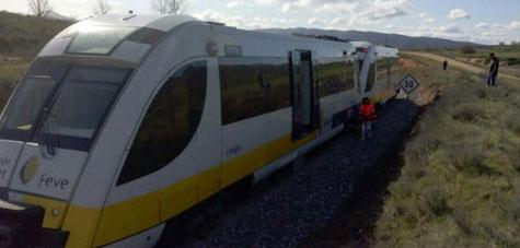 4 heridos al desengancharse un vagón de un tren de Renfe-Feve en Boñar