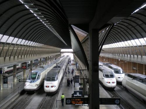 Viaja en tren a la Feria de Abril en Sevilla