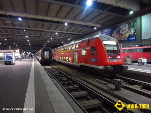 Trenes en la estación de München HBF y tren Cremallera Garmisch-Zugspitze
