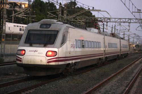 RENFE retira de la circulación los trenes de la serie 490 por seguridad