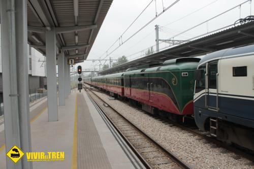 Tren turístico «Expreso de la Robla» en la estación de Gijón