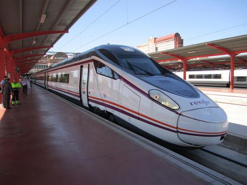 Nuevo servicio AV Barcelona – Zaragoza con material S-114