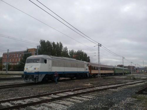 Traslado de los coches BB-6214 y BB-6215 de la Asociación Venteña de Amigos del Ferrocarril a los Talleres Celada en León