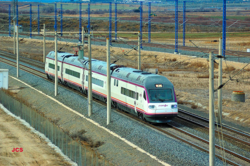 Renfe sustituye trenes AVE Madrid – Sevilla por servicios AV con material S-104