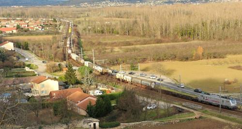 Circula el primer tren de mercancías de 1.500 metros de longitud en Europa