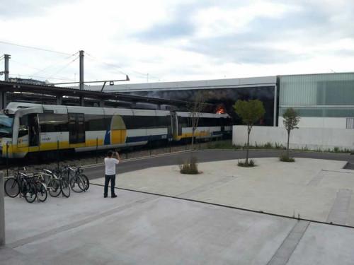 Nuevo incendio de un tren de Feve en la estación de Gijón