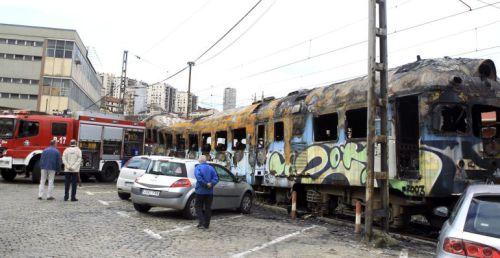 El tren histórico TER 597.036 sufre un incendio en la estación de Bilbao Abando