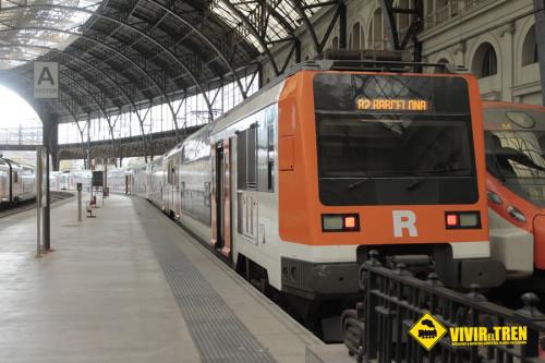 Trenes de Rodalies durante la verbena de San Juan