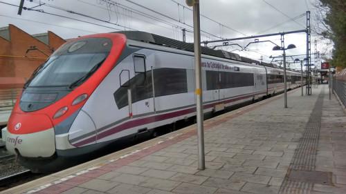 Renfe vinila trenes de Cercanías con imágenes de trenes AVE