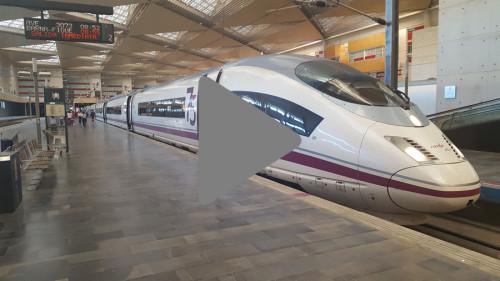 Trenes AVE a su paso por la estación de Zaragoza Delicias