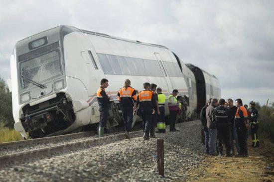 Descarrila un tren de Media Distancia que realizaba la ruta Málaga – Sevilla