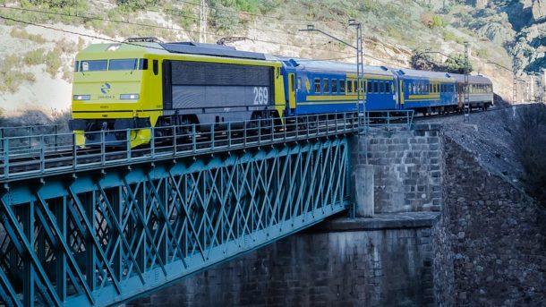 Tren de las Gachas entre Madrid y Alcázar de San Juan traccionado por locomotora Low Cost